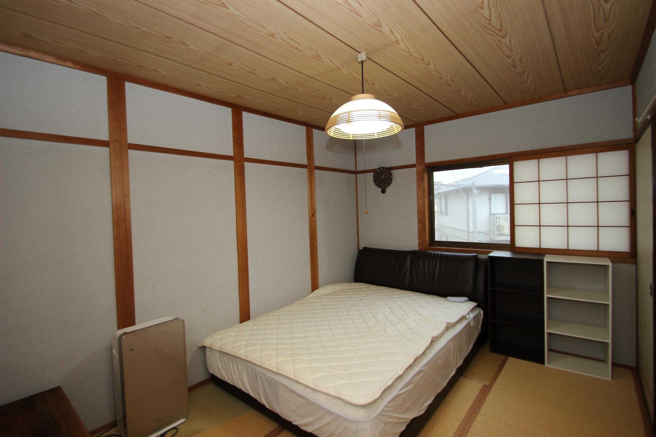 2階和室6畳。両面採光で明るいお部屋。